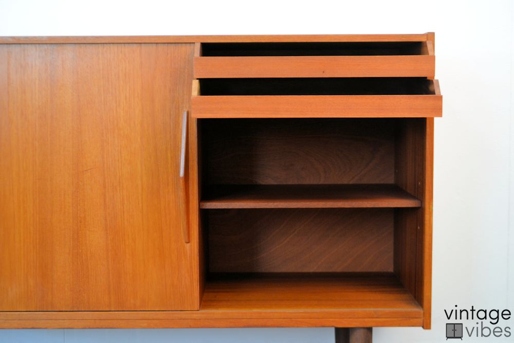 Deens design teak dressoir (detail)