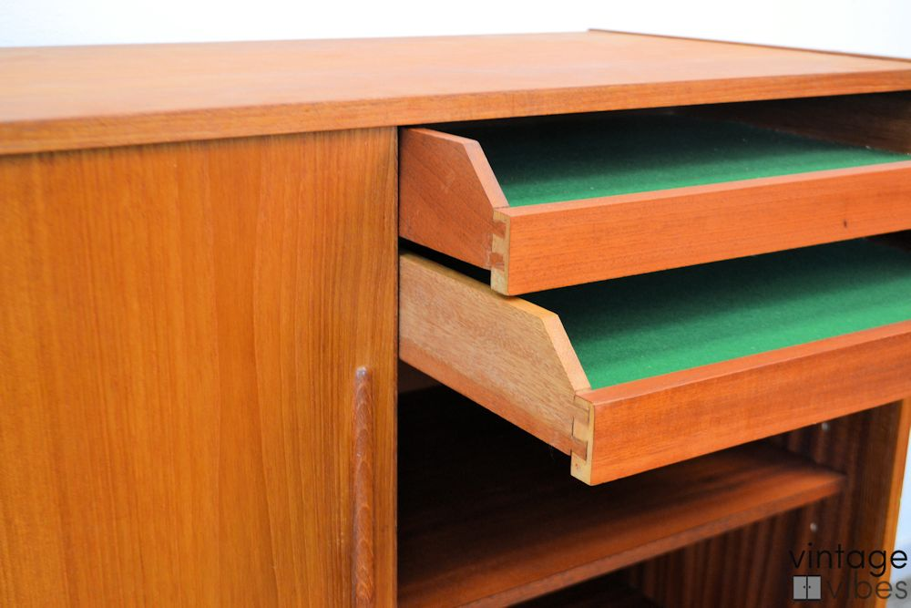 Danish Mid-century Modern Sideboard - detail drawers