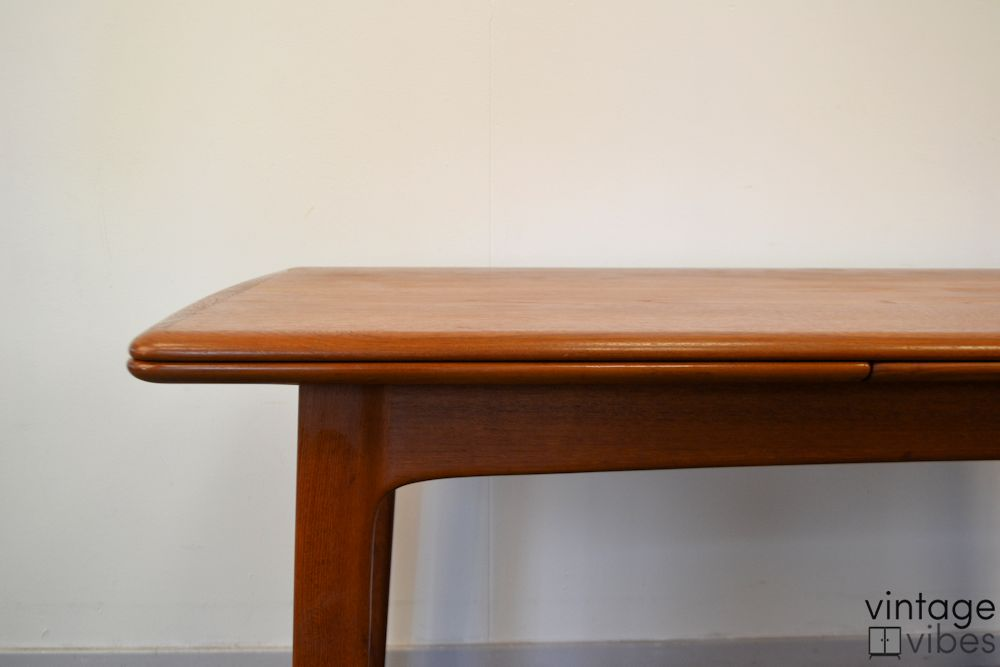 Danish Modern Teak Dining Table - detail finishing