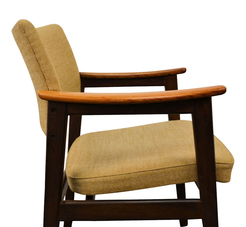 Erik Kirkegaard Palisander Armrest Chairs - side