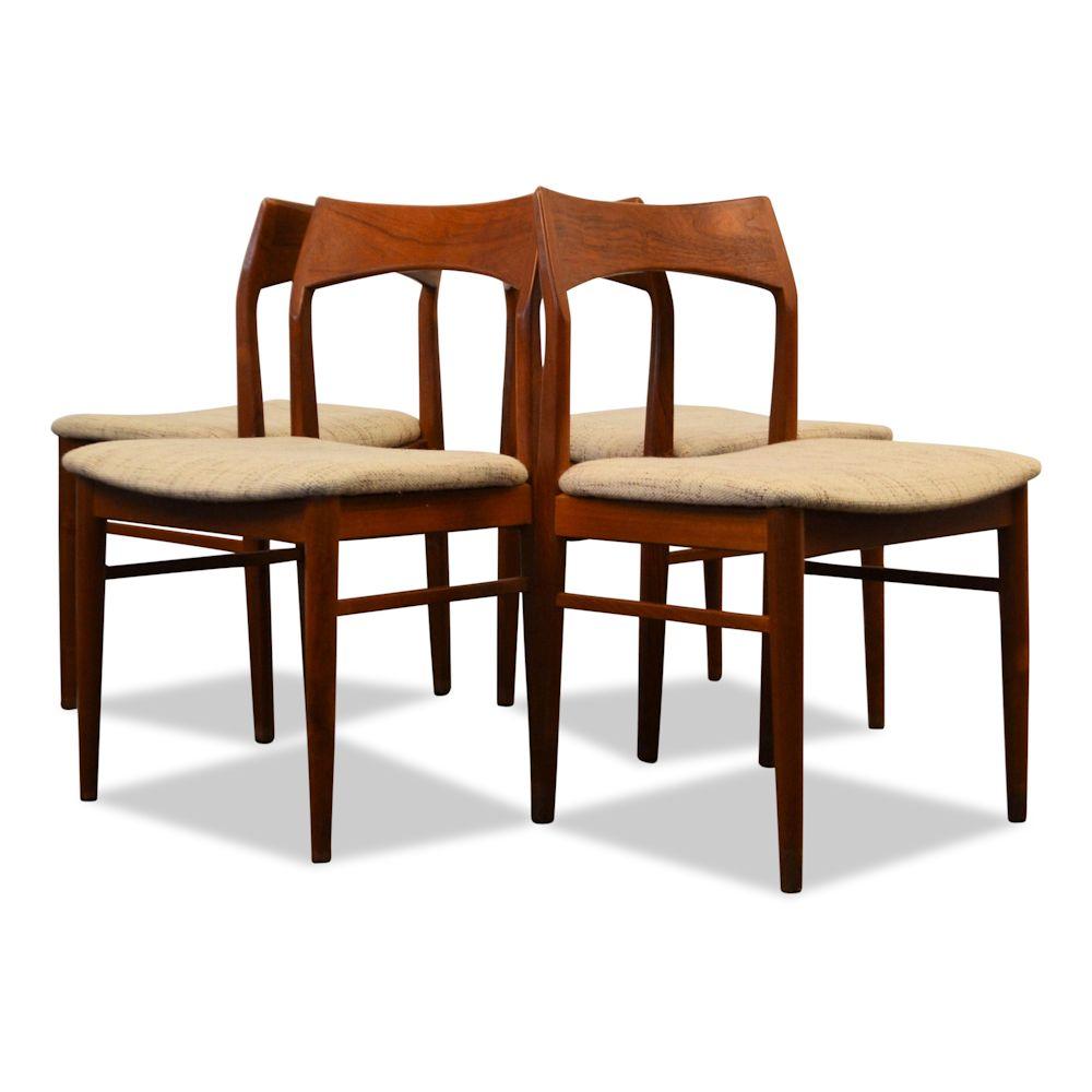 Henning Kjaernulf teak stoelen