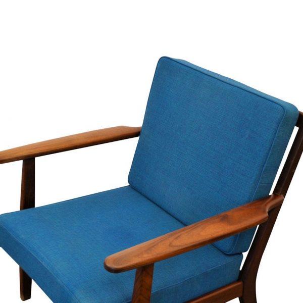 Midcentury modern Deense teak fauteuil (detail)
