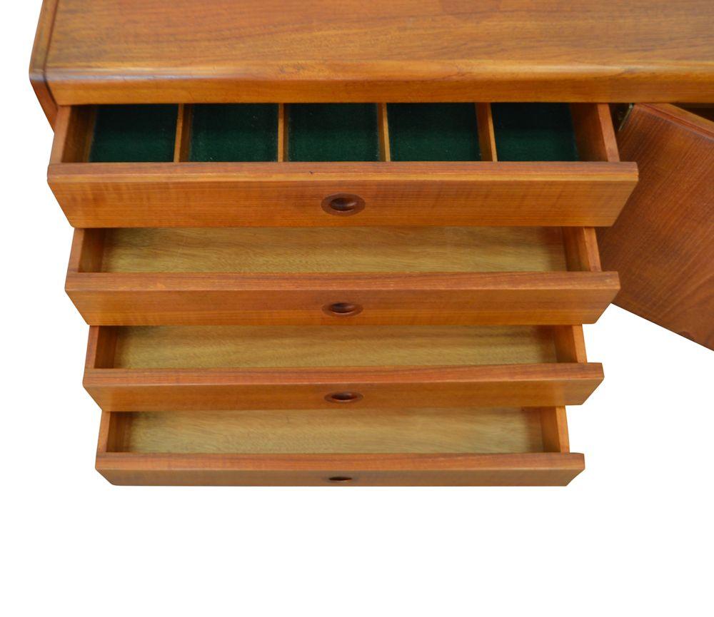 Mid-century modern Robert Heritage teak dressoir (detail)