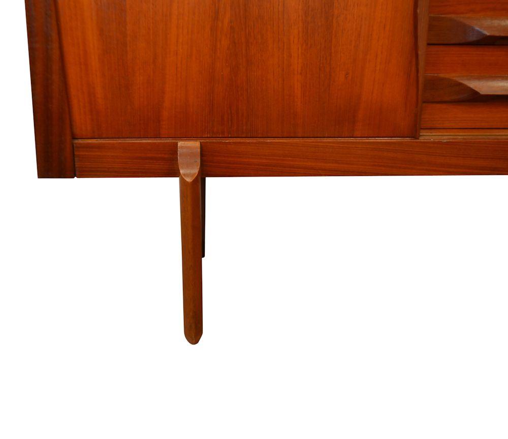 Mid-century modern Elliot teak dressoir (detail)
