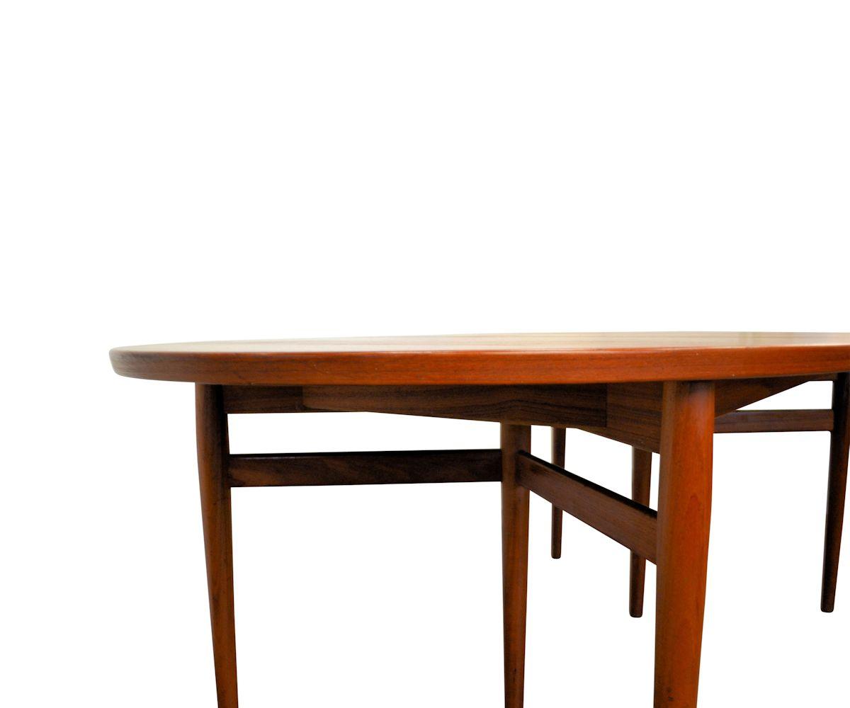 Arne Vodder, model 212 teak ovale eettafel (detail)