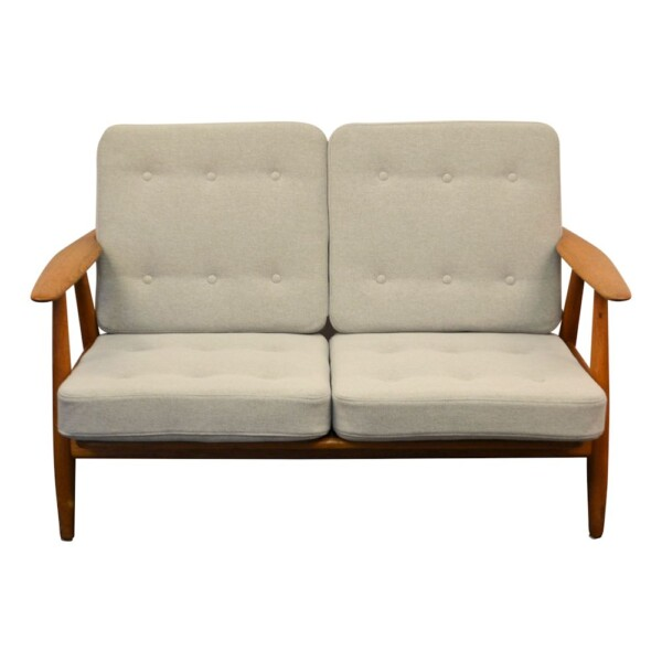 "Hans J. Wegner Two-seater Sofa Model GE-240/2 ""Cigar"" - side"