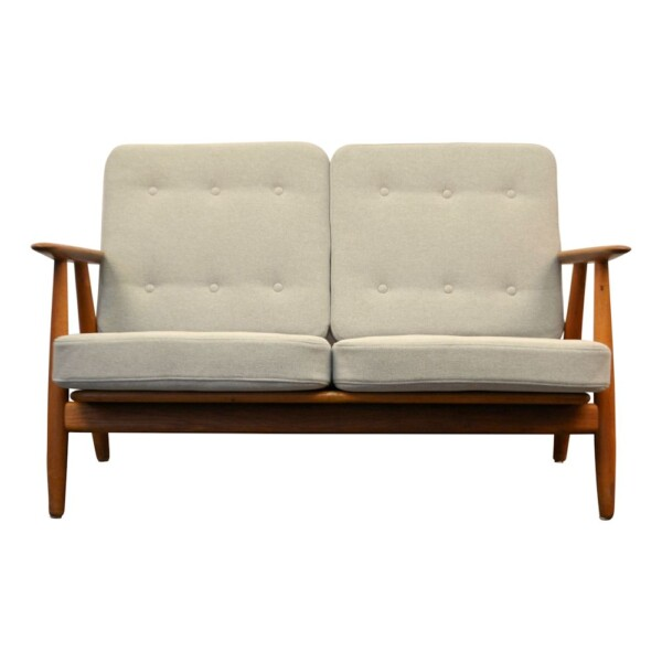 "Hans J. Wegner Two-seater Sofa Model GE-240/2 ""Cigar"" - front"