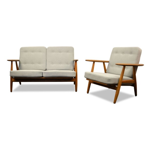 "Hans J. Wegner Two-seater Sofa and Lounge Chair Model GE-240/2 ""Cigar"""