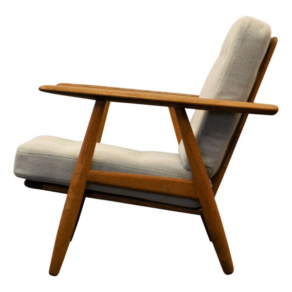 "Hans J. Wegner Lounge Chair Model GE-240 ""Cigar"" - side"