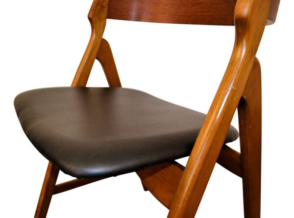 Vintage Henning Kjaernulf Model 71 Dining Chairs - detail seat