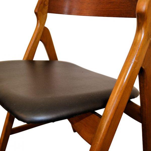 Vintage Deens design Henning Kjaernulf stoel (detail)