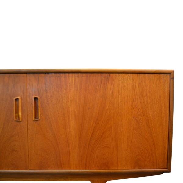 Vintage G-Plan teak dressoir (detail)