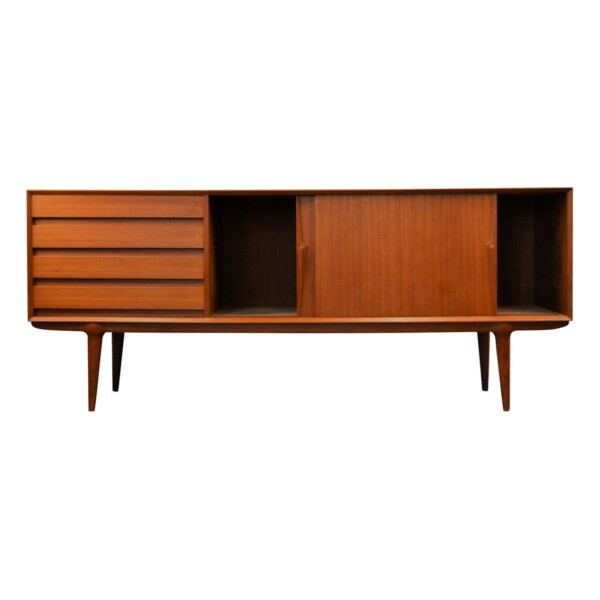Gunni Omann model 18 teak dressoir (detail)