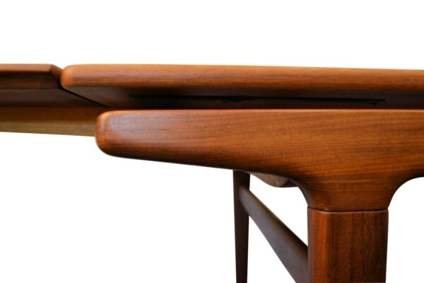Vintage Teak Dining Table by Johannes Andersen - detail