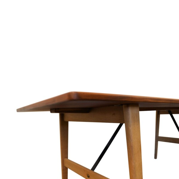 Vintage Danish Dining Table by Børge Mogensen - detail