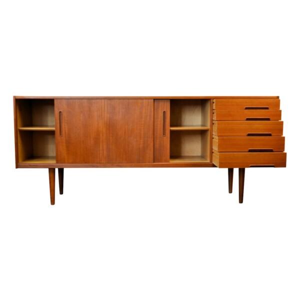 """Vintage Nils Jonsson """"Trento"""" teak dressoir (detail)"""