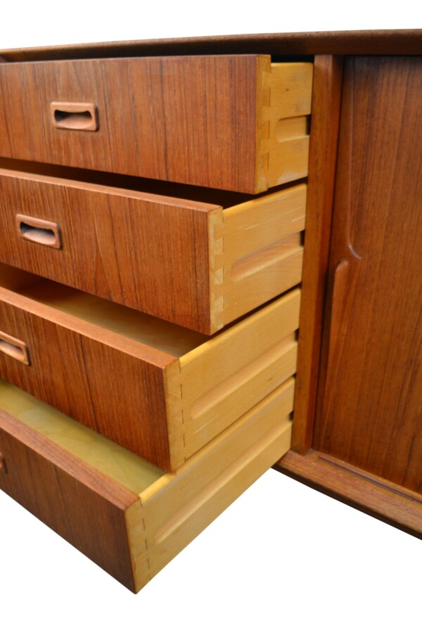 Vintage Omann Jun teak dressoir (detail)